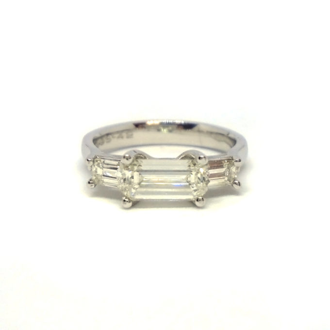 Front view of baguette ring