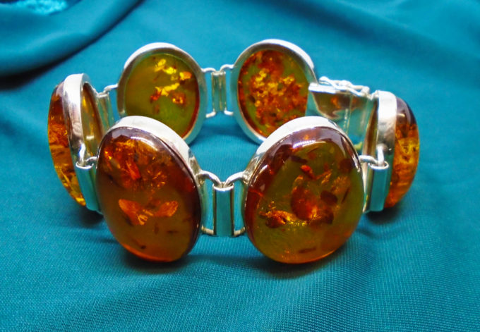 6 Pieces of orange amber create a chunky bracelet
